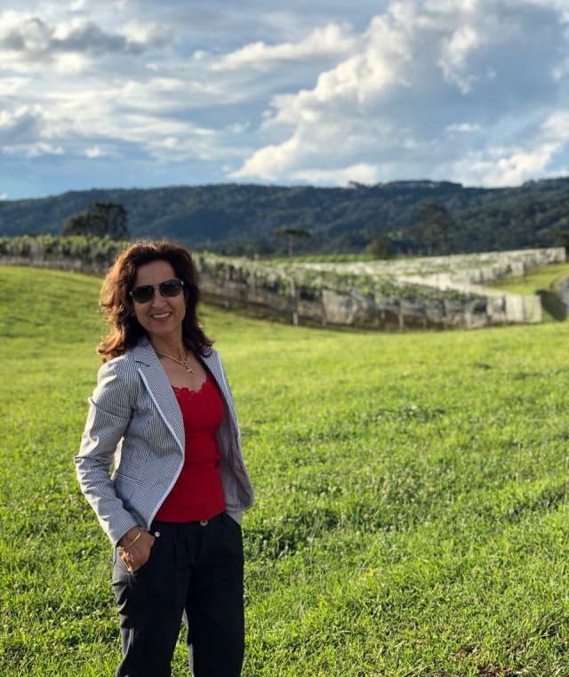 A empresária Zilda Eliza Letti Pellizzaro, aproveitou o feriado de Carnaval para curtir o sossego e as delícias da maravilhosa vinícola Thera, em Bom Retiro