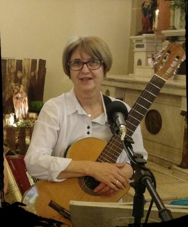 Comemorando Hoje é dia de cantar parabéns para ela, a querida Marlene Perin. Pessoa que canta e encanta com sua dedicação nas missas da Catedral, sempre acompanhada do seu companheiro violão. Feliz aniversário!