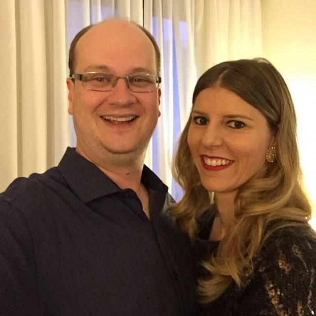 Domingo para soprar velinhas com a empresária Marielly Grassi Bampi. Parabéns a aniversariante que no click está com o marido Paulo Henrique Bampi