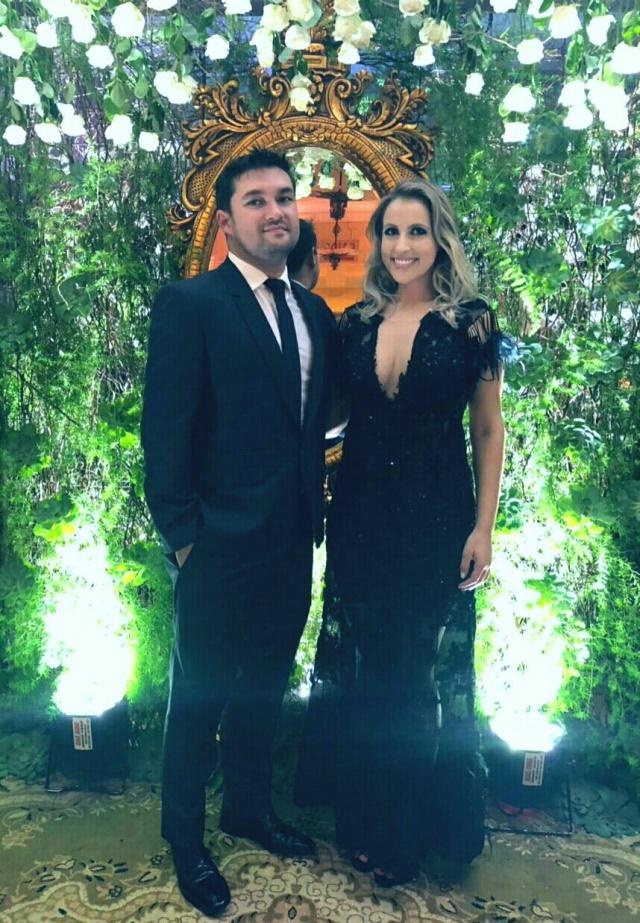 O Cirurgião-dentista Rafael Neto e sua namorada a advogada lageana Bruna Paim, prestigiaram recente evento na Sociedade Guarani em Itajaí Foto Karla Cruz