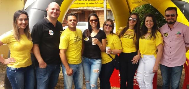 Equipe da Uniasselvi reunida no maior clima de alegria e amizade durante o Encontro dos Amigos, no Parque de Exposições Conta Dinheiro