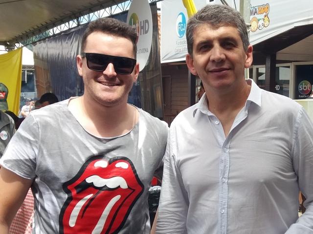 """Edson Varela e Biguá aproveitaram o encontro no """"Encontro dos Amigos"""" para colocar o papo em dia."""
