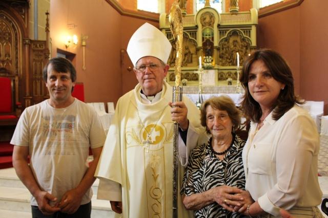 A Deputada Federal, acompanhada da mãe Olinda Bonfá Zanotto e do irmão Alciro César, fez questão de estar presente na posse de Dom Guilherme Werlang, novo Bispo de Lages Foto Silviane Mannrich