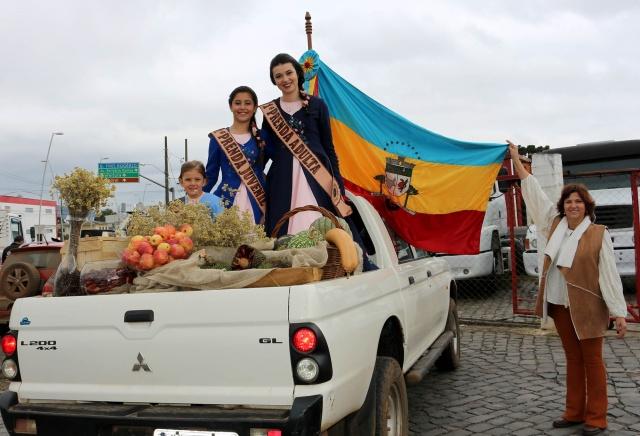 Os municípios da Amures participaram do desfile da Festa Nacional do Pinhão. De Bom Jardim da Serra, a secretária de Turismo Maria Lúcia Vieira Machado trouxe um carro com as prendas representantes do tradicionalismo