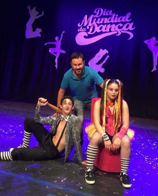 """No Festiva de Dança os bailarinos Jeniffer Simara e Robson Gabriel arrancaram aplausos entusiasmados do público com a coreografia """"Palhaçada"""". Orgulho total do coreógrafo Anderson da Costa"""