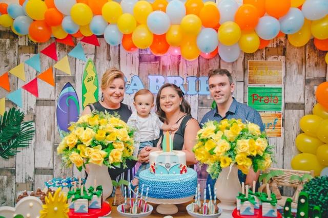 Marly Koech foi levar seu abraço ao pequeno Gabriel que festejou seu aniversário. A linda festa, realizada em Florianópolis, foi preparada com muito carinho pelos pais Jo e Bruno Lisboa