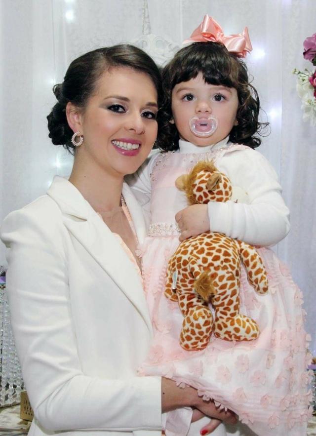 Tayme Cristine Ribeiro com sua princesa Helena Ribeiro Wolf. Lindas!!!