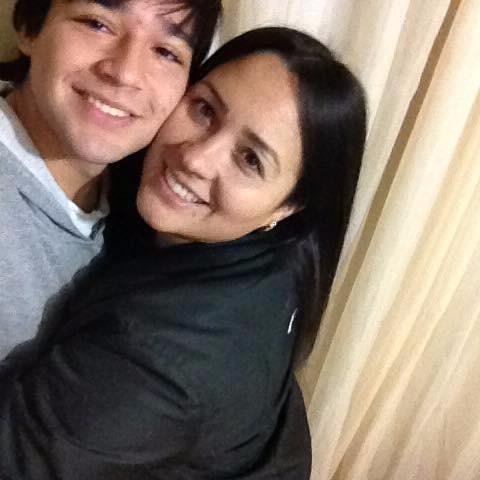 Dia de parabenizar João Victor Lara por seu aniversário. Na foto com a mãe Elusa Lara. Parabéns!