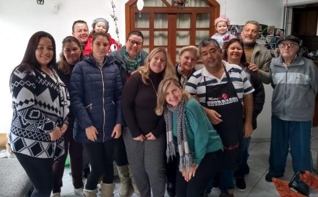 """Encontro de Amigos Este grupo """"pra lá"""" de animado foi recebido pela Rosane Carbonera e seu esposo Heitor Bosso para uma deliciosa feijoada feita pelo anfitrião."""