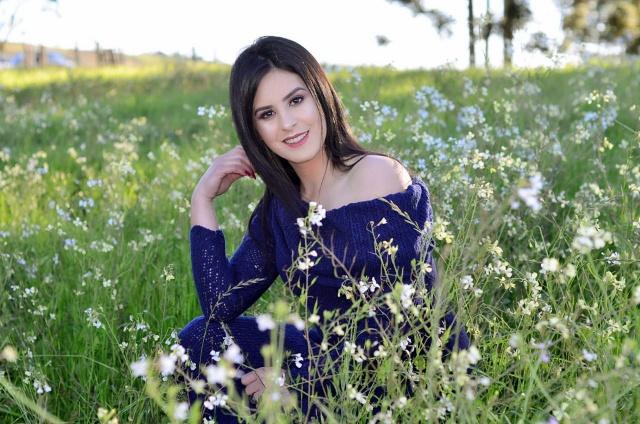 A beleza da joaquinense Lilian Pereira Sechinel provando que a vida, é sempre uma Primavera!