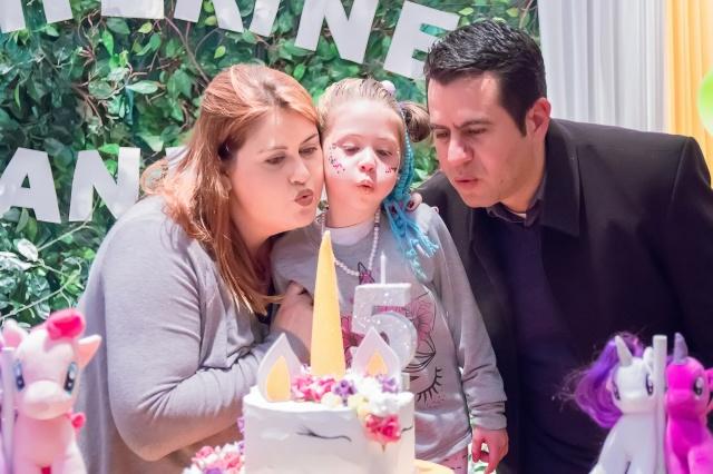 Anita Paes da Costa e os papais Luciana Paes e Carlos Alberto Neto da Costa, festejando o aniversário de 5 anos da princesa! Foto Cloud Photography