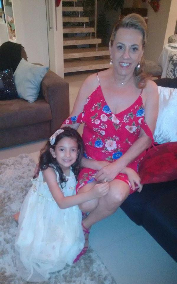 Cleusa Salete Antunes da Silva com a neta Maria Clara. É muito amor numa imagem só!