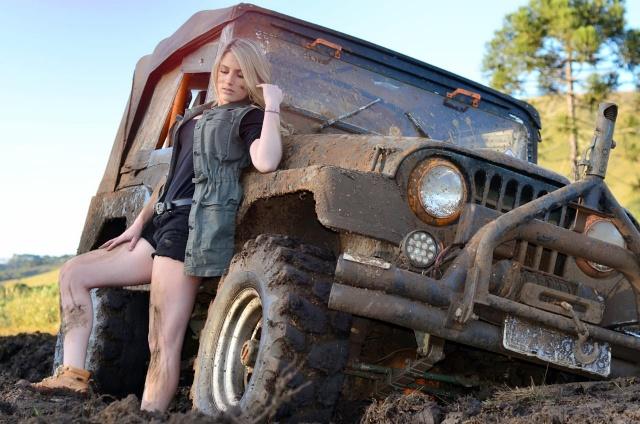 Essa é para quem gosta de jeep. Que tal esta jipeira? Ensaio no maior estilo da joaquinense Ariane Cardoso estudante de Direito