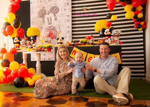 Camila Cucco e Thiago da Silva festejaram felizes o primeiro aninho do pequeno Miguel