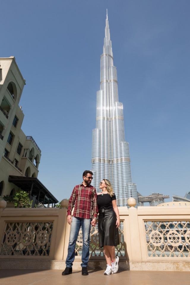 Foto linda de Valter Júnior  e a esposa Sabrina Matos em Dubai