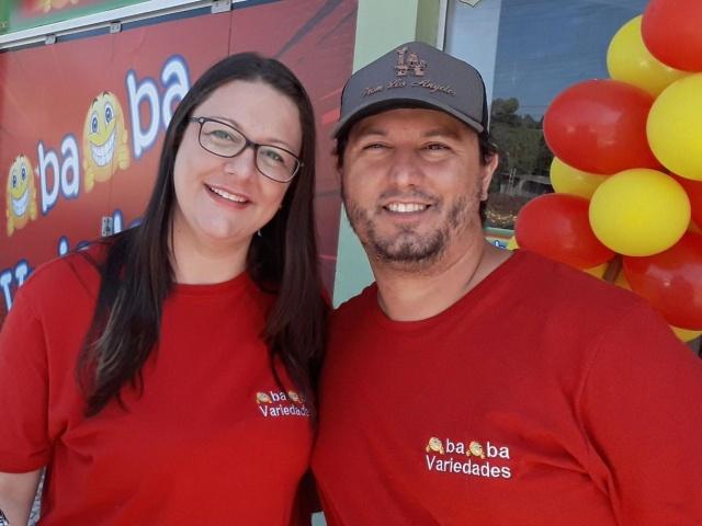 Danielle Giordani Machado e Jeferson Assink estão juntos no amor e nos negócios. O casal acaba de inaugurar em Otacílio Costa a Loja Oba Oba Variedades. Sucesso!
