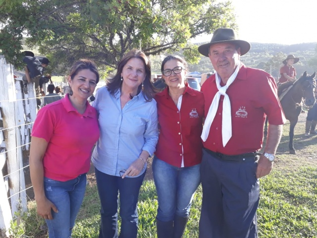 A Deputada Federal Carmen Zanotto prestigiou no último final de semana o tradicional Rodeio de Santa Isabel, promovido pelo CTG Mangueira Velha em São Joaquim