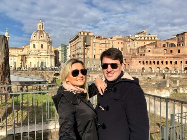 Em busca de tranquilidade e inspiração para novos projetos, o casal de médicos, Laís e Luciano Appel, passou o ano novo em Roma