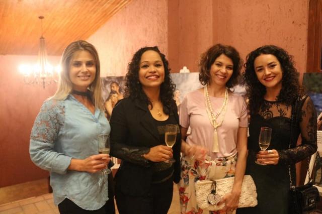 A jornalista Lizzi Borges com Fernanda Martins, a empresária Rosane Poccai e a Secretária de Turismo de São Joaquim, Sara Correa, durante evento em terras joaquinenses