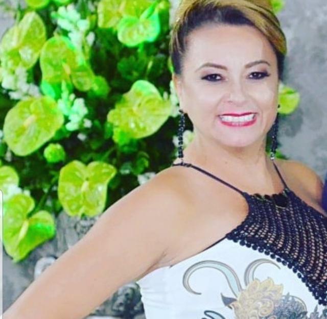 A Feijoada da Serra será nos dias 30 e 31 de março. Mas, hoje também é dia de festa para Vanusa Córdova. A empresária vai reunir amigos no Clube Caça e Tiro para festejar seu aniversário! Parabéns!!!