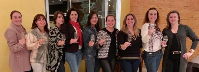 Destaque na coluna de hoje para a primeira confraria feminina de vinhos de São Joaquim. Esse seleto grupo comemorou 5 anos de existência em ritmo de muita alegria!