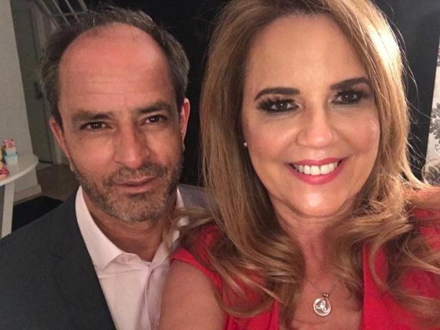 Os parabéns de hoje vão para o jornalista Jose Luiz Pereira De Arruda. No click o aniversariante com a esposa, a empresária Kátia Pohlmann