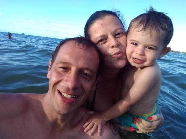 Maurício Kaulingui Martini festejou seu aniversário aproveitando o calor e a alegria de estar ao lado da esposa Patrícia Küster e do filho Samuel