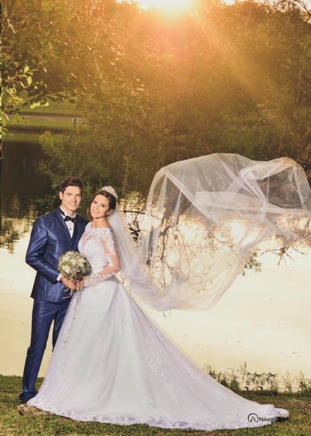 Os noivos Ana Letícia e Luís Ricardo realizaram seu ensaio pré wedding com lançamento dos novos vestidos do Scarlett Atelier. Além de apaixonados, os lindos modelaram para as lentes de Nando Velho. O Sim! está pertinho, será ainda neste mês de maio