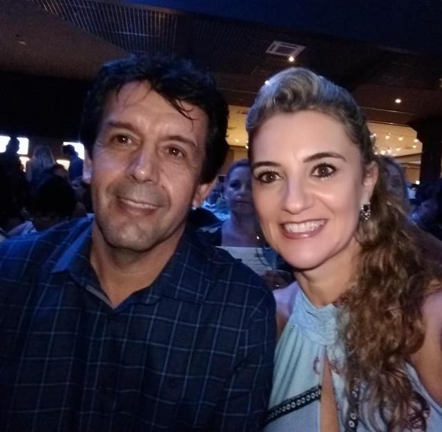 Dia de parabenizar o ex-prefeito de Lages Toni Duarte por seu aniversário. No registro o aniversariante deste 30 de maio, com a esposa Suzana Duarte