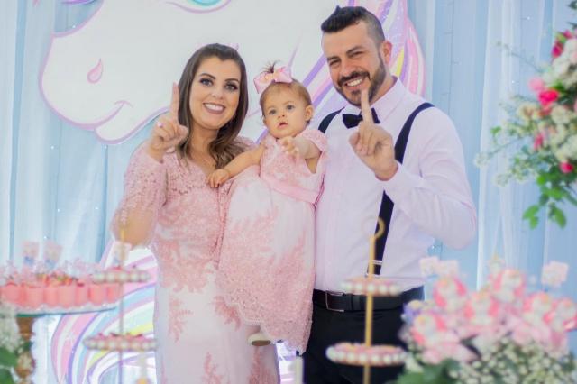 Festa mais linda do primeiro aninho da Antonella. Alegria sem fim dos pais Daniele Packer e Jair Souza Rodrigues
