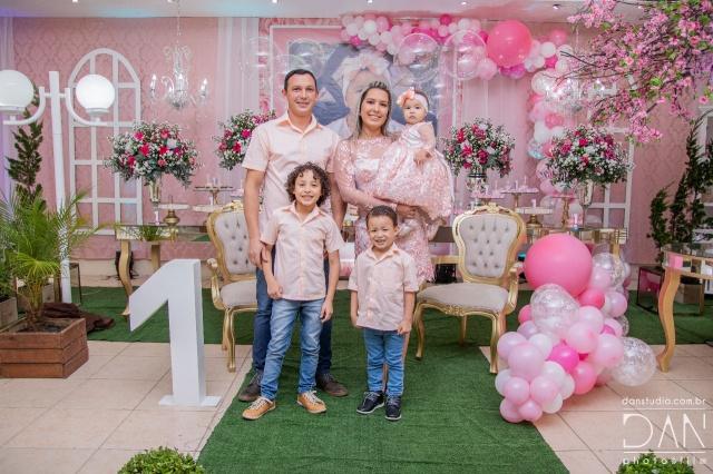 A princesa Maria Clara ganhou uma festa linda no seu primeiro aninho dos pais Andressa Paes de Córdova e Luciano Lourenço e dos maninhos Bernardo e Davi
