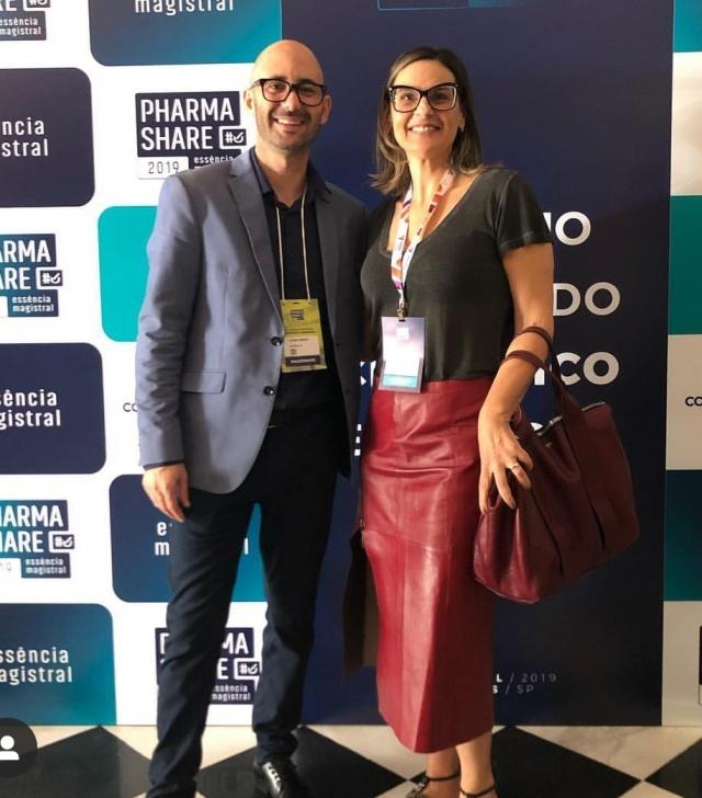 Marisa Saldanha em curso com Cléber Barros, pesquisador e conselheiro da In Cosmetic, a maior feira de ingredientes cosméticos do mundo.