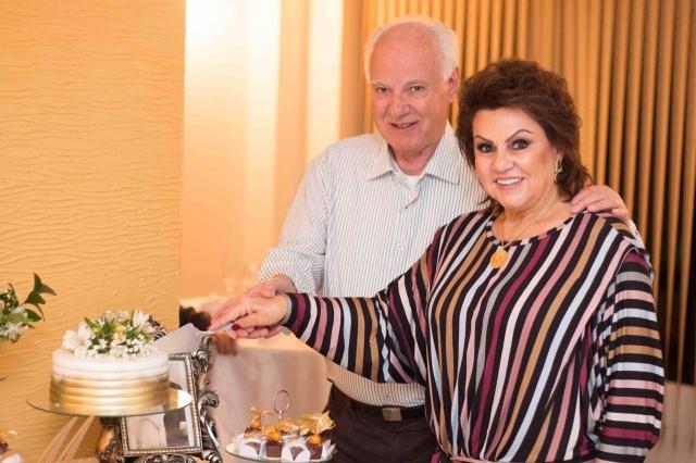 50 anos juntos! Bodas de Ouro de Mara e Roberval Vicente Duarte, comemorado numa cerimônia íntima entre familiares no dia 30 de maio. Felicidades!!