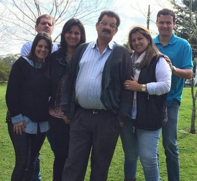 Um click lindo de Carlos Rogério Ramos com os filhos Maurício, Fabiana, Mariana, Luciana e Junior