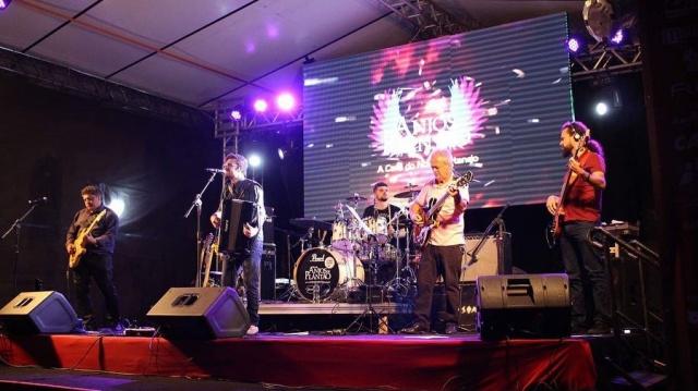 Dia 16 de junho, vai ter a Banda Anjos De Plantão na Festa Nacional do Pinhão, a partir das 17 horas.