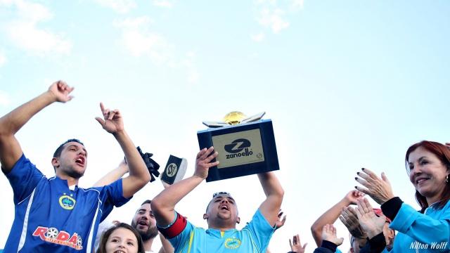 O domingo foi de emoção para a empresária Isabel Baggio que viu o time Cruzeiro, campeão do Campeonato Amador, erguer o troféu que levou o nome do seu pai, José Paschoal Baggio, numa comemoração presenciada por um público de cerca de mil pessoas.