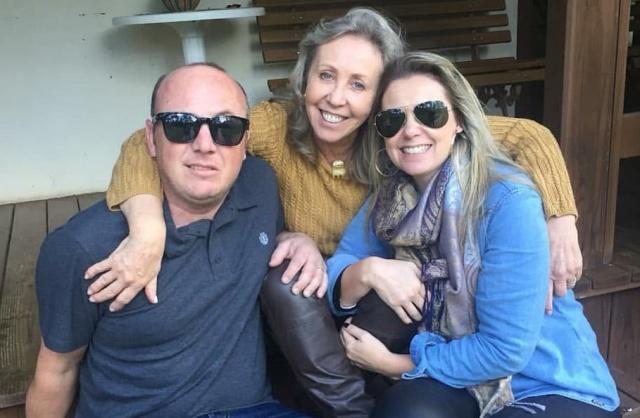 Parabéns Neusinha! Hoje o dia é todo dessa querida. Feliz aniversário para Neusa Marin. No click com os filhos André e Fabiana.