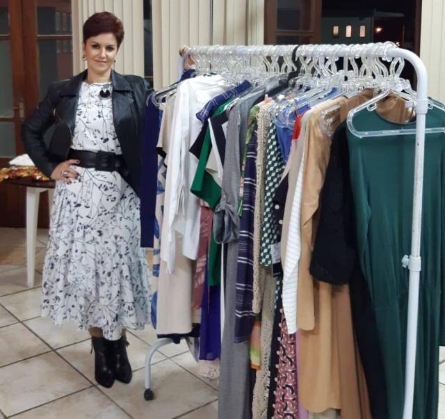 Tânia Salvati esteve neste sábado apresentando um novo conceito em moda feminina para um seleto grupo de mulheres lageanas. O encontro realizado na Associação dos Engenheiros foi um sucesso. E aguardamos o retorno da Tânia em breve!