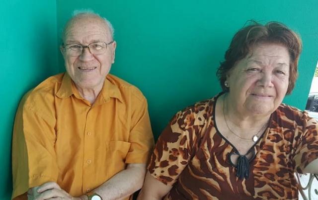 Um parabéns todo especial a esse querido casal: Leonete e Névio Fernandes que comemoraram Bodas de Vidro, 58 anos juntos