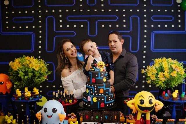 Andrezza Locatelli e Mário Cezar comemoraram na maior alegria o aniversário do pequeno Davi Gabriel