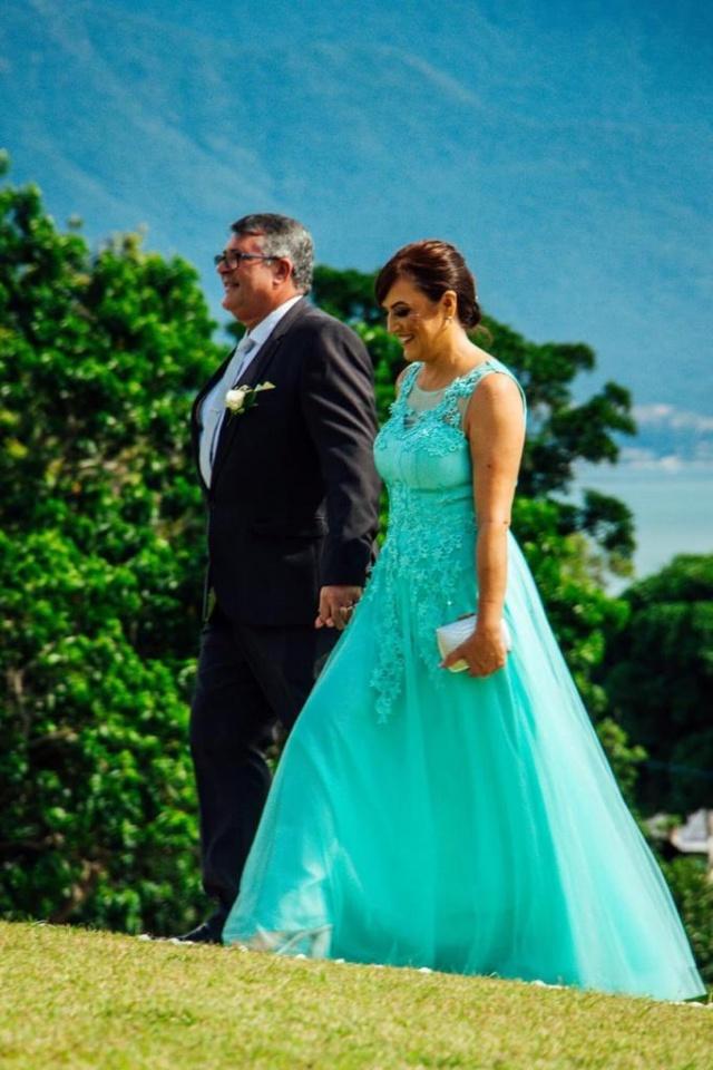 Darci Alves da Cruz e Joara Vargas da Cruz no casamento do filho, o cirurgião plástico Willian Vargas da Cruz