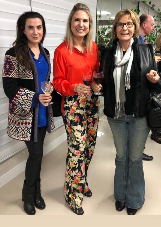 Em mais um super evento na Animi a médica Maitê Vassen Schurmann com as amigas Marjorie e Salete Jasper