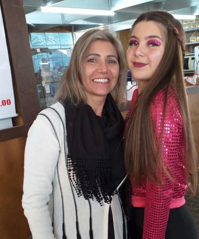 Sirlene Muniz Melo com a linda filha bailarina Nicole