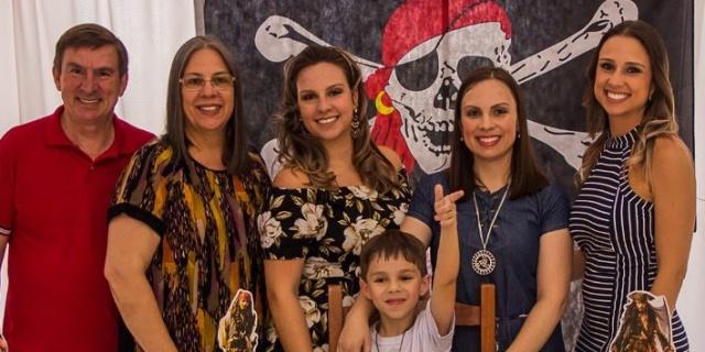 Hoje a família Batalha está em festa: É dia de soprar velinhas com Eduarda, a caçula de Márcia e Capela. Felicidades das manas Roberta e Fernanda e do sobrinho Miguel. Parabéns Duda!