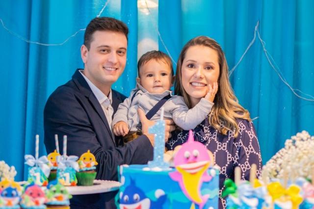 Dr. Newton Lucchiari Jr. e sua esposa Juliana Montemezzo comemoraram o primeiro ano do seu filho Gabriel com uma linda festa.