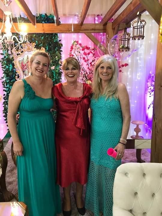 A aniversariante de hoje Jaqueline Reche com as irmãs Maria e Fátima Reche. Parabéns!