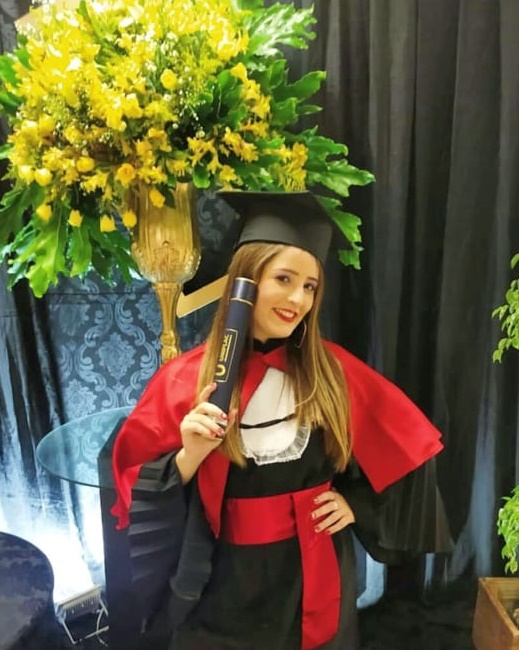 Pamela Aguiar termina o ano feliz e com missão cumprida. A linda atriz lageana colou grau em Direito