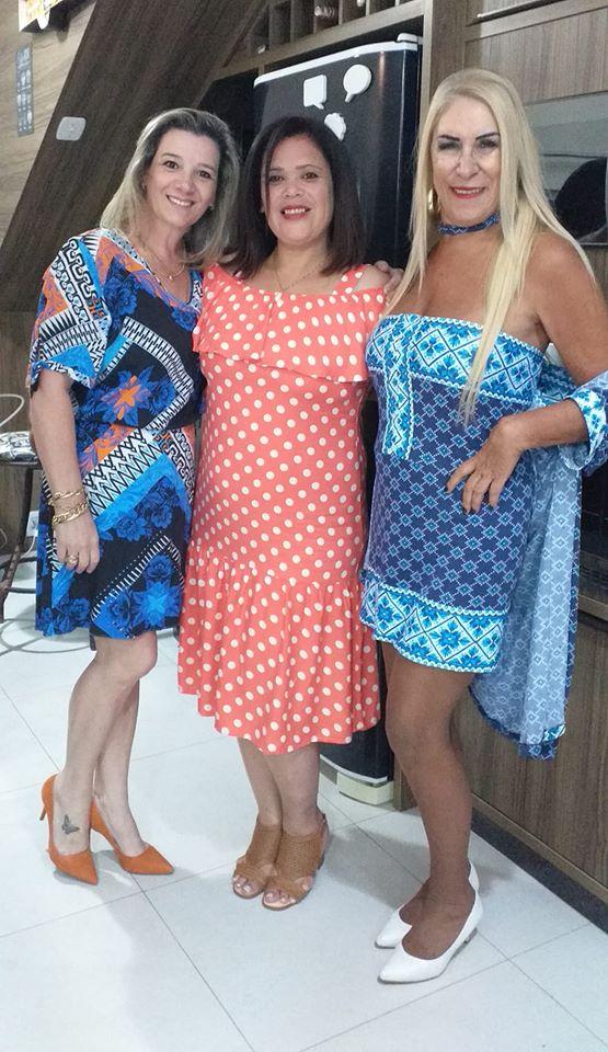 Hoje é dia de soprar velinhas com Karen Allegretti Souza. No click a querida aniversariante com as amigas Janine Silva da Rosa e Duda Palma