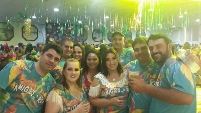 """O bloco """"Amigos do Rei"""" fez a folia com muita alegria no carnaval do Clube Astréa, em São Joaquim"""