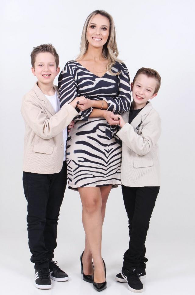 Click lindo de Anne Karyne Albino Gomes com os filhos Guilherme e Gabriel Foto Studio Montresór